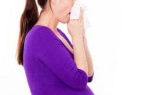 Заложило уши при насморке у беременной